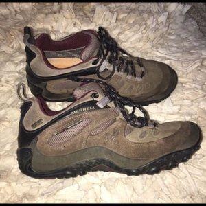 Women's Waterproof Merrell hiking shoes Sz 9